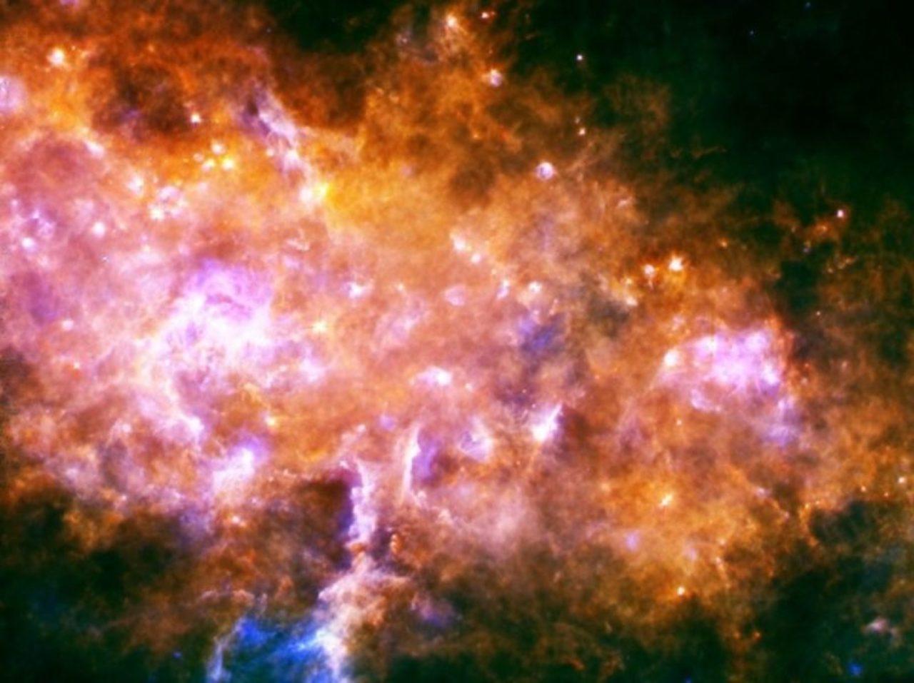 Die Beobachtungen der Teleskope Herschel und Planck zum Ursprung des Universums wurden von Kosmologen miteinander verknüpft. Diese entdeckten so die vermuteten Vorläufer der heute sichtbaren riesigen Galaxien-Cluster und lieferten umwerfende Bilder.