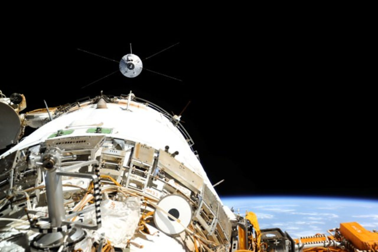 Despite its mass of nearly 20 tonnes and 22 metre span, the ATV is so precise that it can dock autonomously with the ISS at a speed of 28,000 km/h and with a precision of less than 10 cm. © ESA