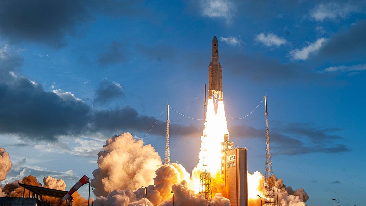 Double succès pour Ariane 5 : les satellites Star One D2 et Eutelsat Quantum ont été placés en orbite de transfert géostationnaire